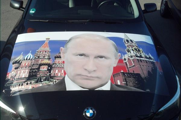 Наклейка на капот BMW «Путин»